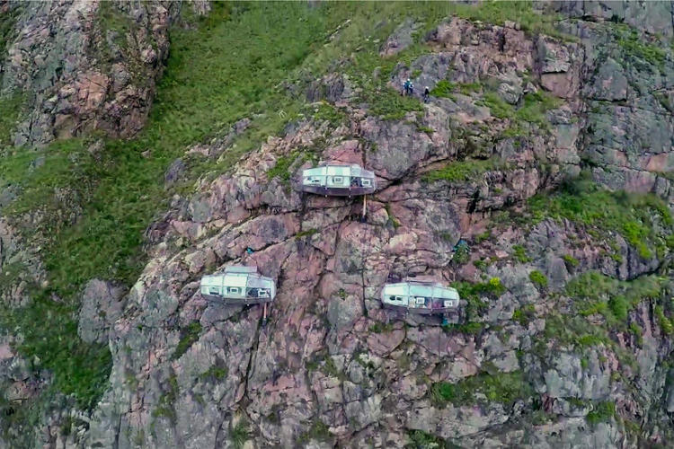 3048420-slide-s-2-sleep-on-the-side-of-a-mountain-in-these-vertigo-inducing-pods.jpg
